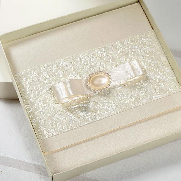 Madeline_pocketfold_wedding_invitation_cards